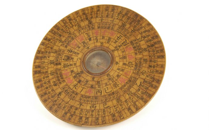 This Chinese Luopan, or Feng-Shui compass (c.1842) has a central