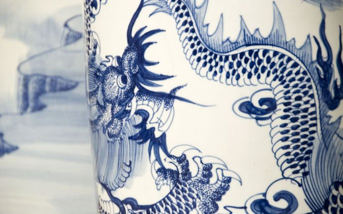 What Is a Feng Shui Wealth Vase and How Is It Used?